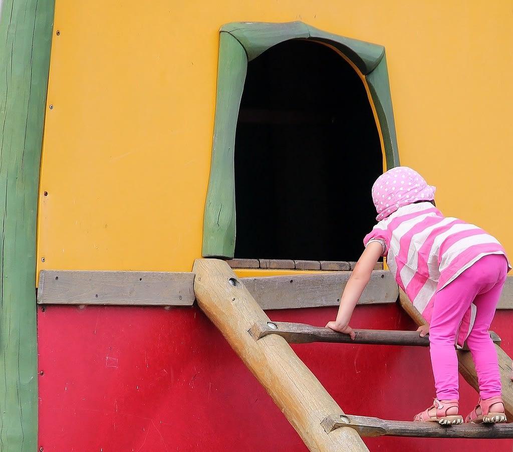 playground-888066_1280